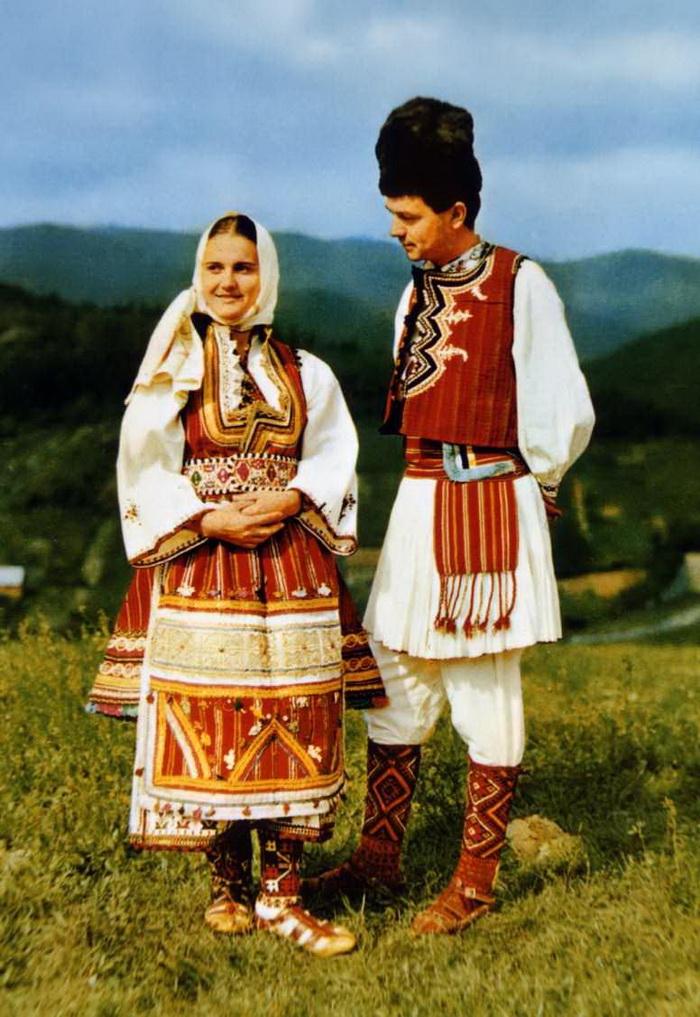 Македонцы.  Жители окрестностей Скопье в национальных костюмах.